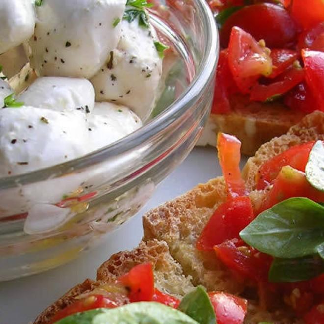 Traškios duonelės su pomidorais