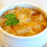 Svogūnų sriuba su sūriu